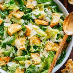 Mengenal Asal Usul Caesar Salad Yang Sangat Terkenal