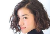 Rambut Keriting Ingin Lurus ? Ikuti Caranya Seperti Ini
